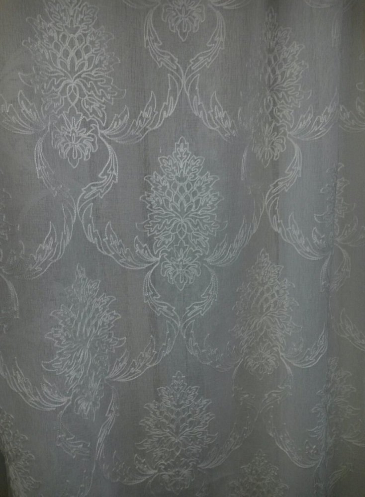 Тюль из батиста с вышивкой